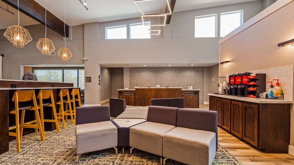 Best Western Plus Executive Residency Ascension Hotel - First impressions are the most important, and our chic lobby is no exception to that rule.