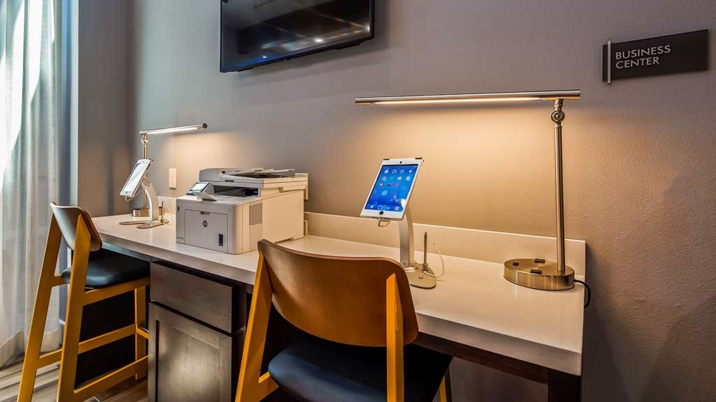 Best Western Plus Executive Residency Ascension Hotel - Stay productive during your time away from home in our business center.