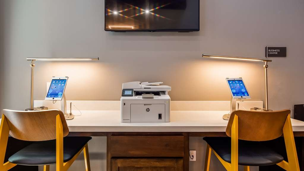 Best Western Plus Executive Residency Ascension Hotel - Catch up with work in our 24-hour business center.