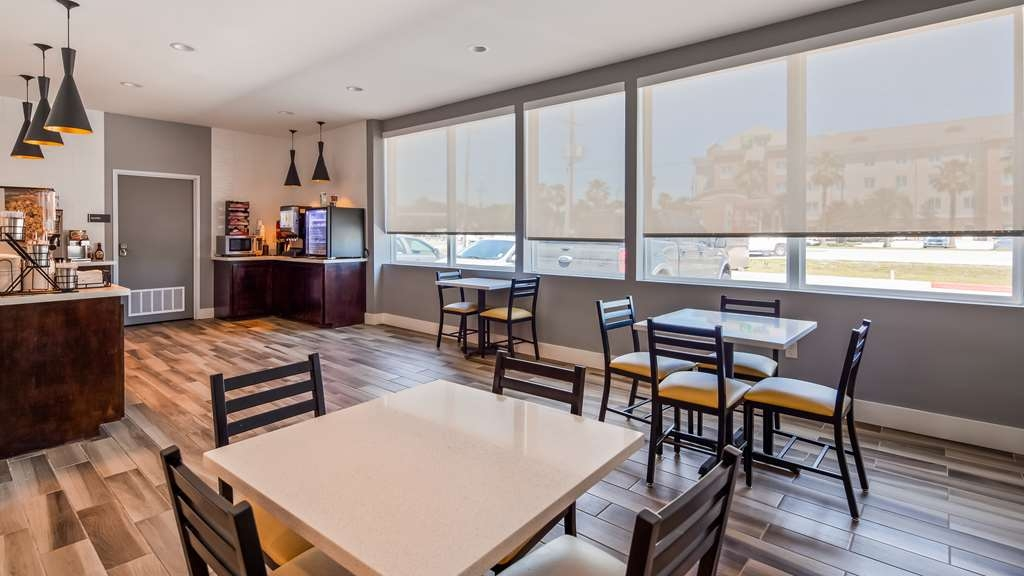 Best Western Plus Executive Residency Ascension Hotel - Sit down and enjoy the morning news while sipping a delicious cup of coffee.