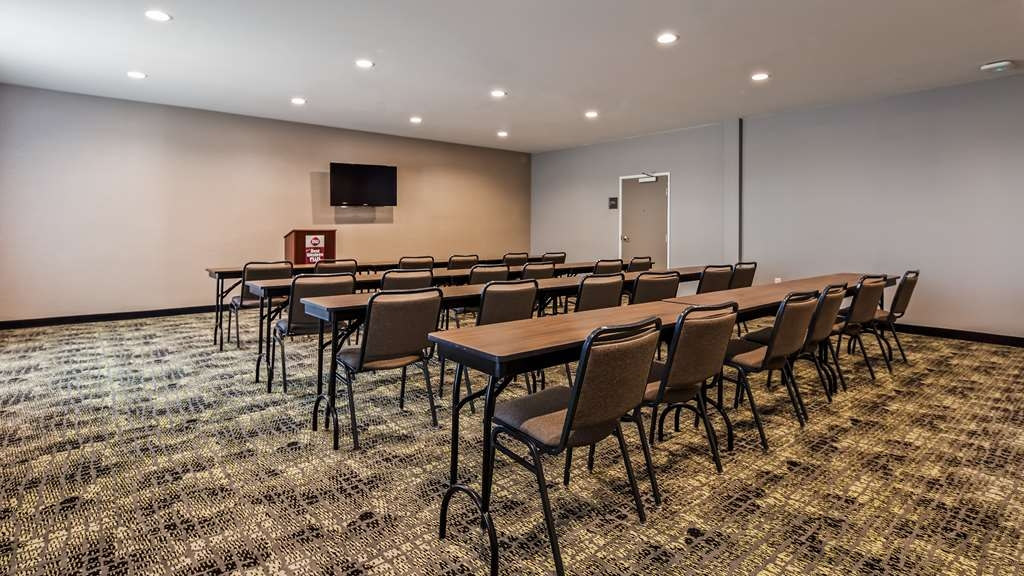 Best Western Plus Executive Residency Ascension Hotel - Our onsite meeting room is perfect for your next business meeting or social gathering.