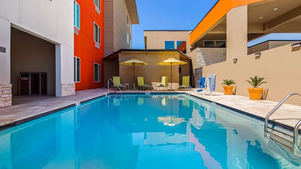 Best Western Plus Executive Residency Ascension Hotel - Take a refreshing dip or swim some laps in our outdoor pool.