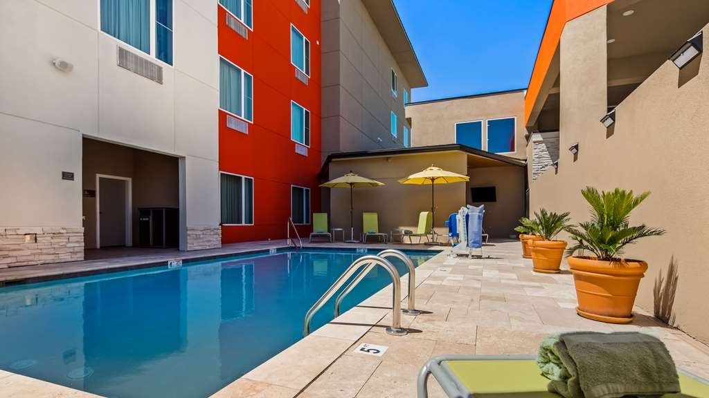 Best Western Plus Executive Residency Ascension Hotel - Soak up some sun by our Outdoor Pool.
