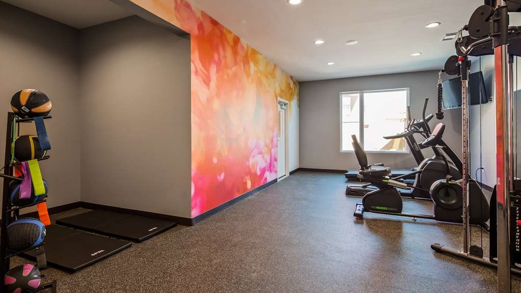 Best Western Plus Executive Residency Ascension Hotel - Maintain your fitness routine during your stay with us in our fitness center.