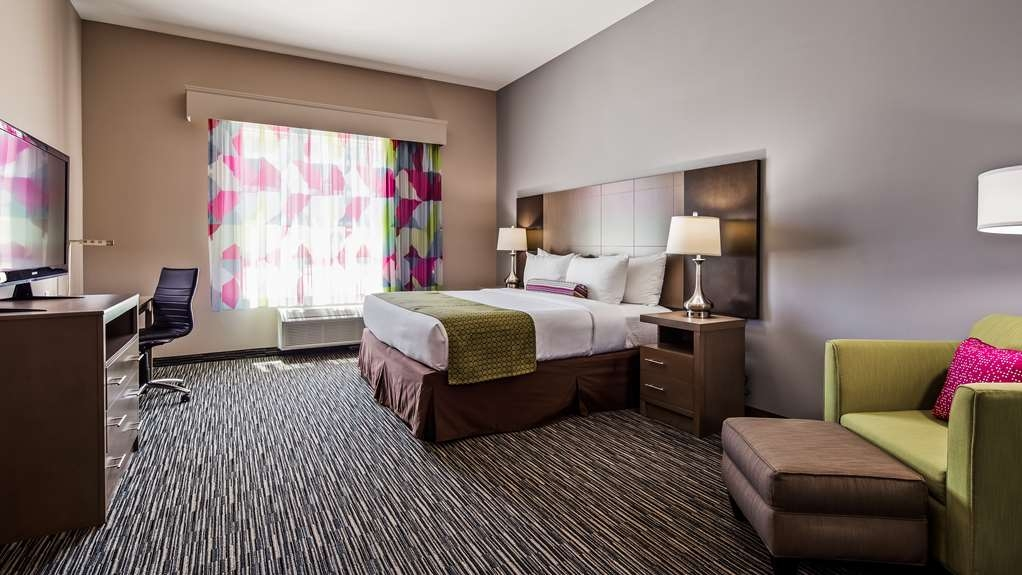 Best Western Plus Executive Residency Ascension Hotel - Designed for corporate and leisure traveler alike, make a reservation in this King Guest Room.