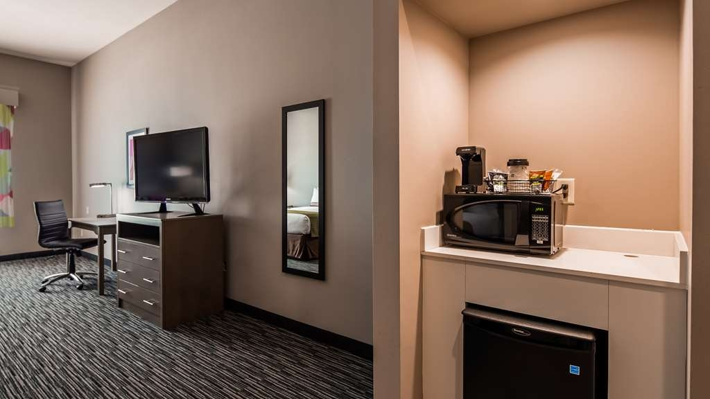 Best Western Plus Executive Residency Ascension Hotel - Sink into our comfortable beds each night and wake up feeling completely refreshed.