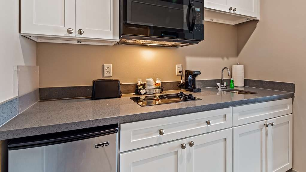Best Western Plus Executive Residency Ascension Hotel - If you're looking for a little extra space to stretch out and relax, book one of our Kitchenette rooms.