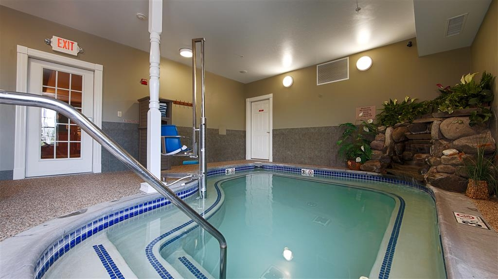 Best Western White House Inn - After a day of travel, relax in our indoor whirlpool.