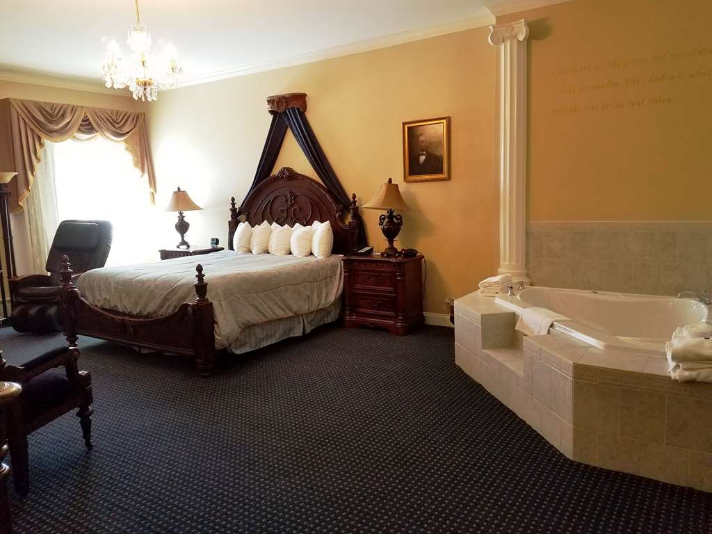 Best Western White House Inn - Lincoln's Bedroom-Our themed rooms feature a fireplace, air jet Jacuzzi® tub, electric massage chair and more.