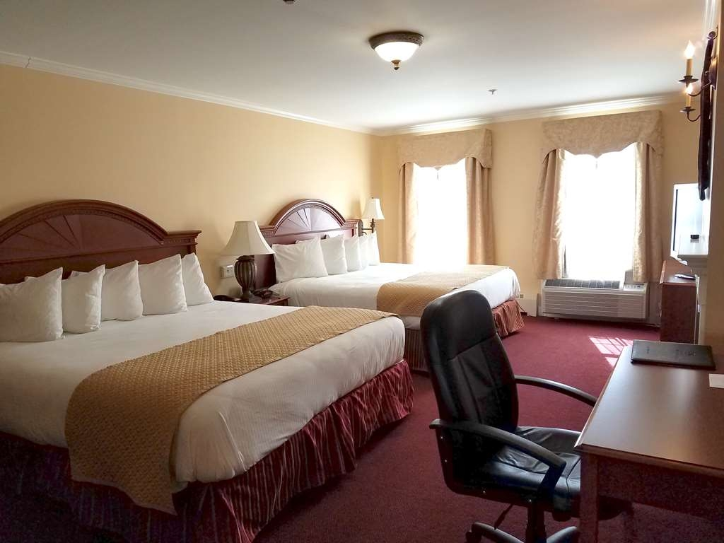 Best Western White House Inn - Our Executive Room has two queen beds, a fireplace and kitchen.
