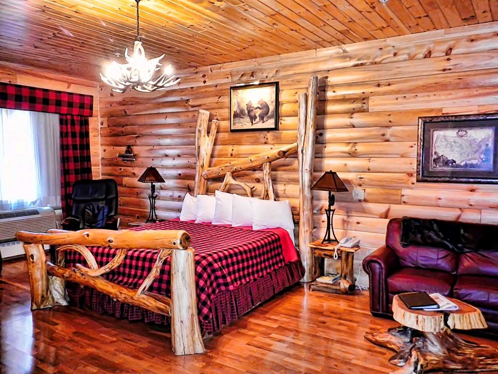 Best Western White House Inn - Wilderness Lodge - King Bed - air jet Jacuzzi®, electric massage chair and more.
