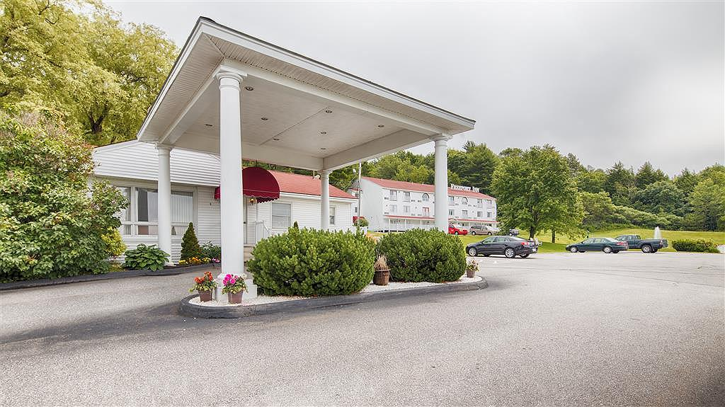 Best Western Freeport Inn - Traveling off of Route 1 and need a place to lay your head then stay at the BEST WESTERN Freeport Inn.