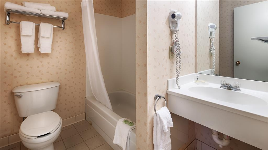 Best Western Freeport Inn - Get ready for a day full of adventure in this guest bathroom.