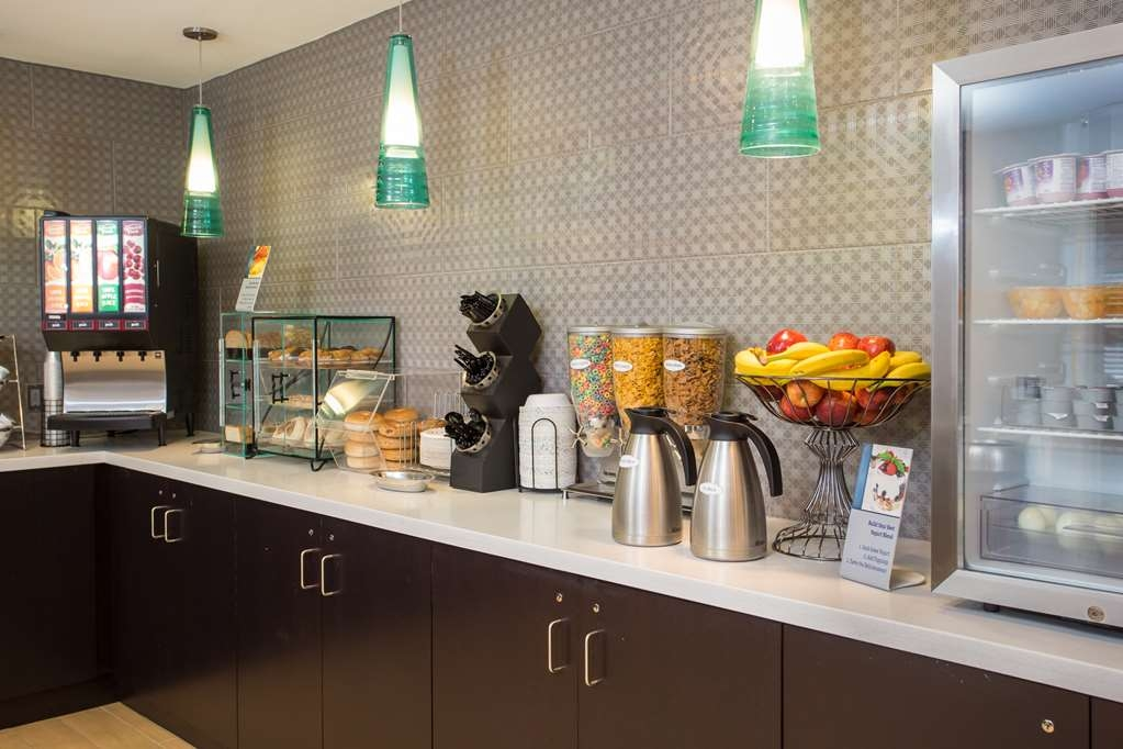 Best Western York Inn - Enjoy a wide selection of items to start your day off right at our Breakfast Buffet