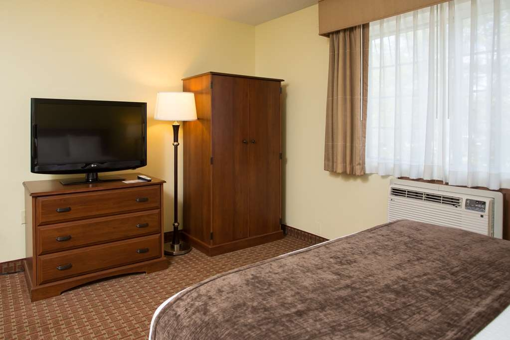 Best Western York Inn - One Queen Bed Guest Room