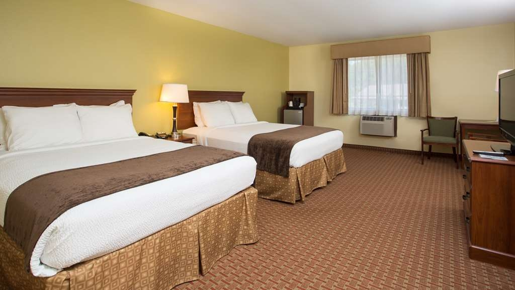 Best Western York Inn - Beautifully appointed room with 2 queen size beds