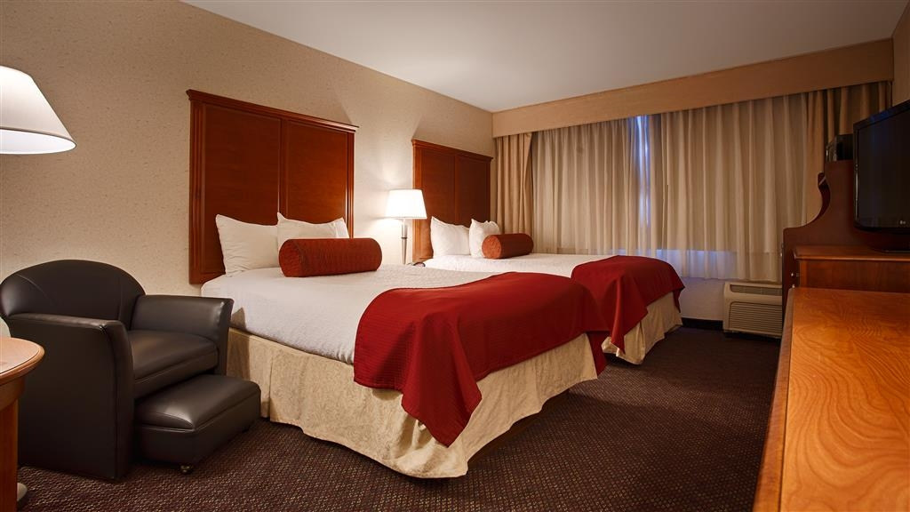 Best Western Plus Waterville Grand Hotel - Bringing a family or friend? Book our convenient double queen bedroom.