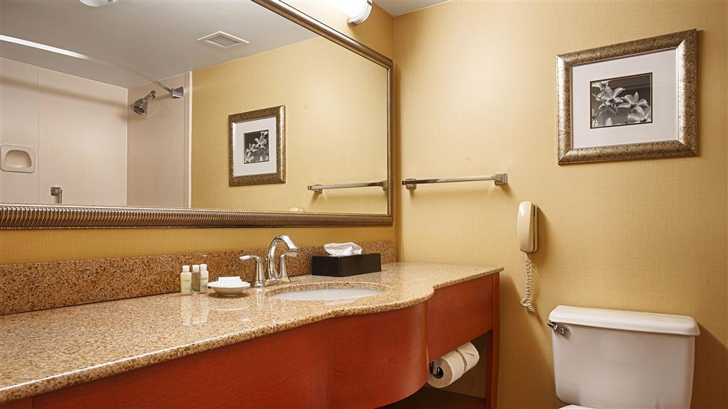 Best Western Plus Waterville Grand Hotel - Enjoy getting ready for a day of adventure in this fully equipped guest bathroom.