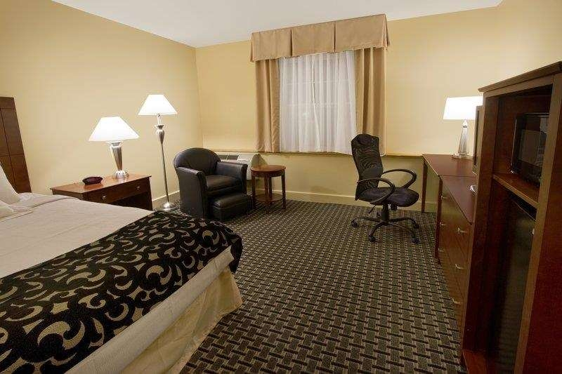 Best Western Plus Brunswick Bath - There are accessible room options with features such as bars in the shower and bathroom or wider doors and hallways.