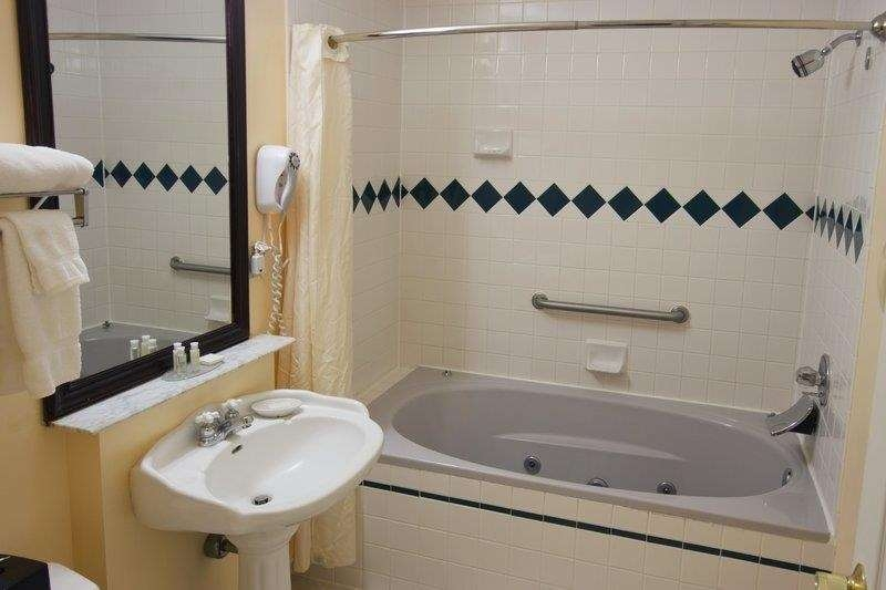 Best Western Plus Brunswick Bath - whirlpool