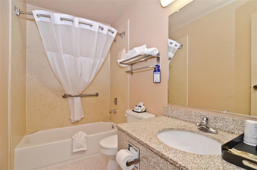 Best Western Bidarka Inn - Notre salle de bain entièrement équipée!