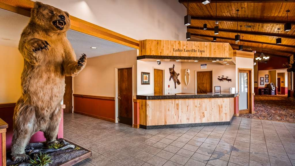 Best Western Lake Lucille Inn - Front Desk