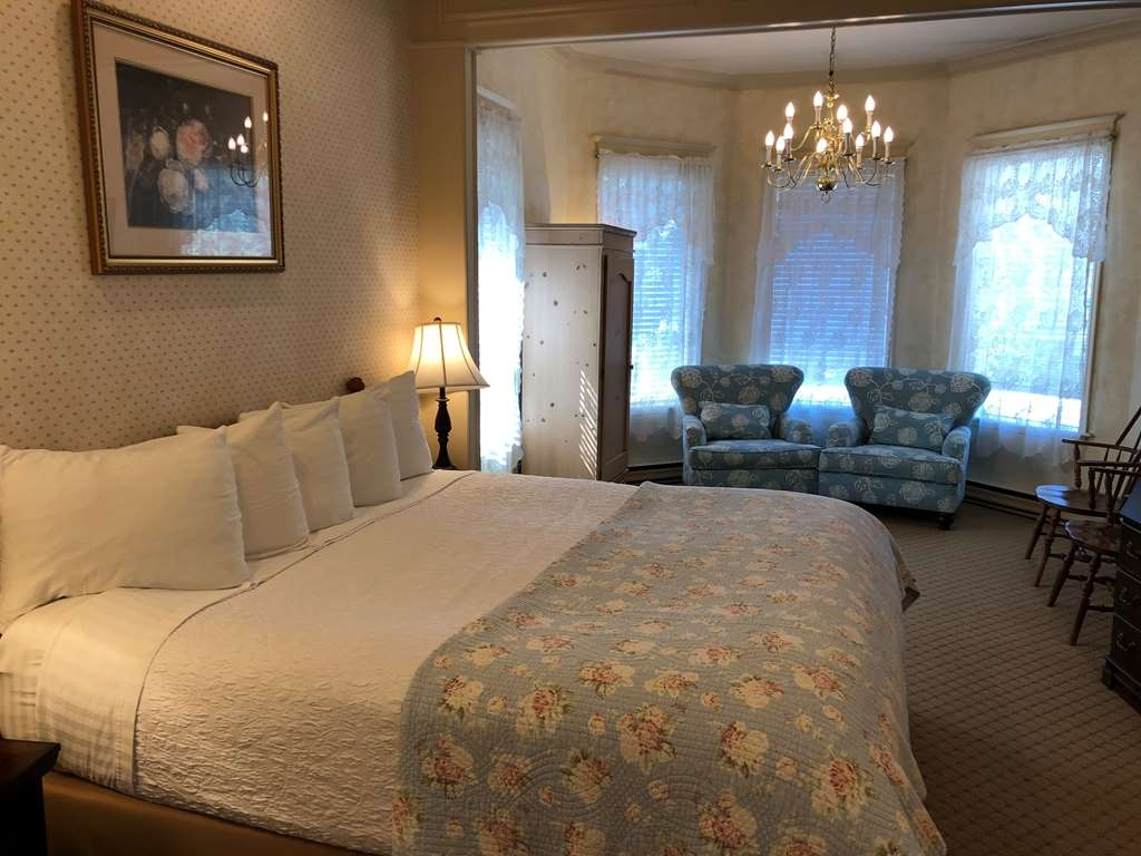 Best Western Grandma's Feather Bed - 1 King Bed Guest Room