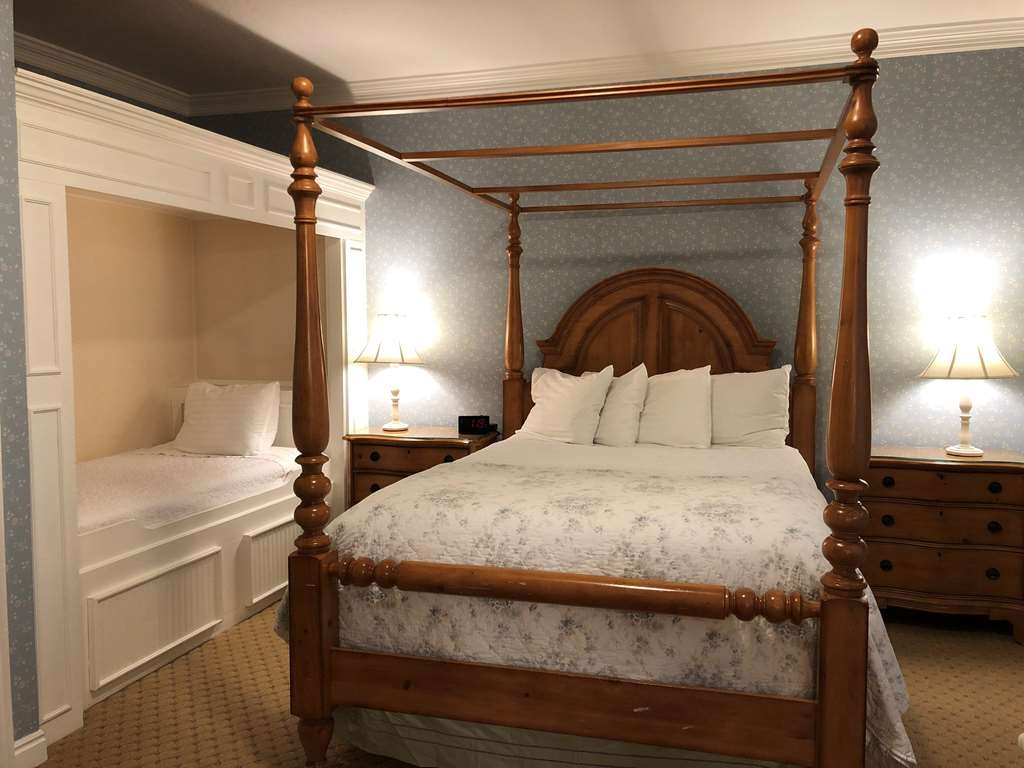 Best Western Grandma's Feather Bed - 1 Queen Bed with a Daybed