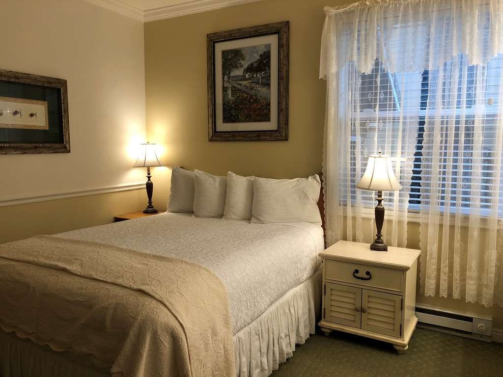 Best Western Grandma's Feather Bed - 1 Queen Bed Guest Room