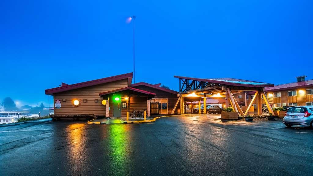 Best Western Valdez Harbor Inn - Exterior Night