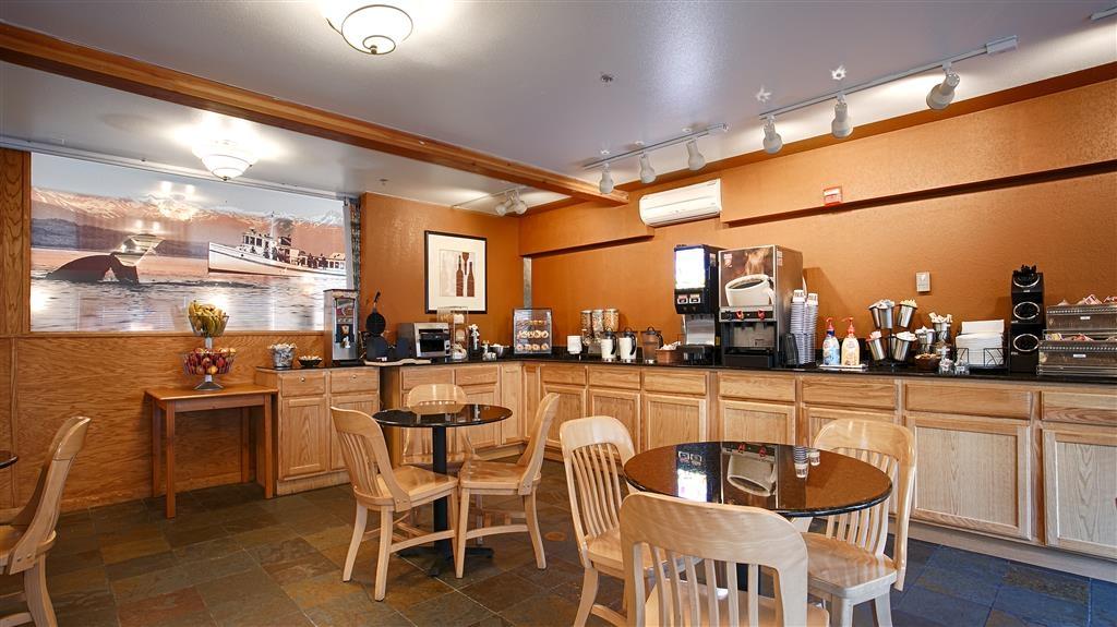 Best Western Plus Edgewater Hotel - Frühstücksbuffet