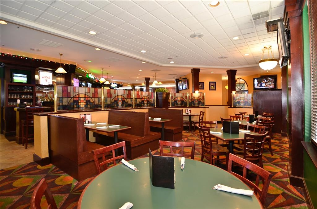 Best Western Plus BWI Airport Hotel - Arundel Mills - The Stained Glass Pub - Enjoy lunch, dinner, and a late night menu at the on-premises restaurant.
