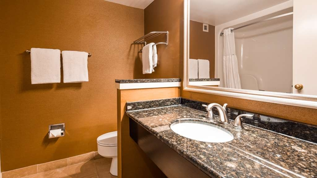 Best Western Plus BWI Airport Hotel - Arundel Mills - Bathroom