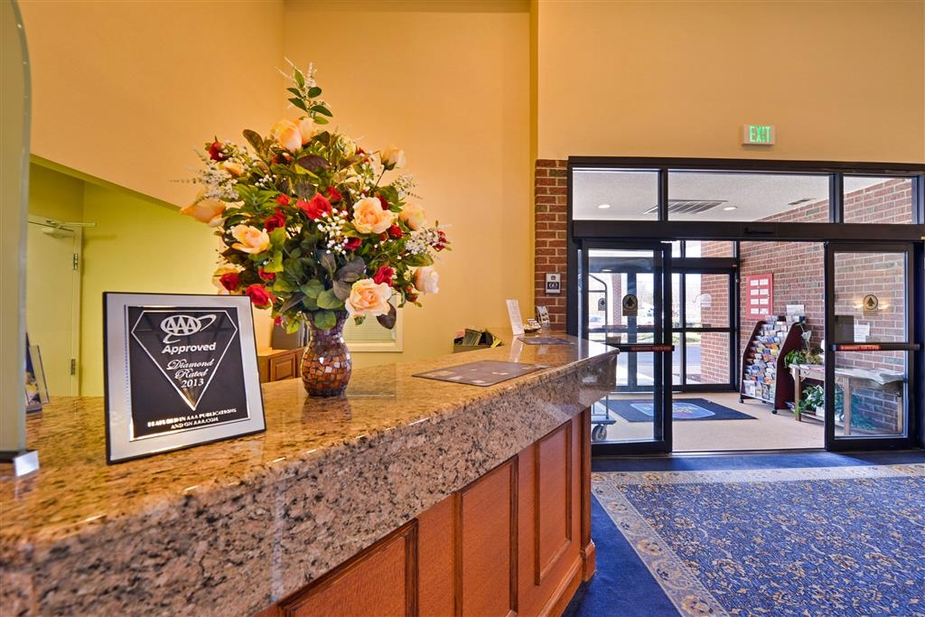 Best Western La Plata Inn - Our dedicated front desk staff will take care of your every need.