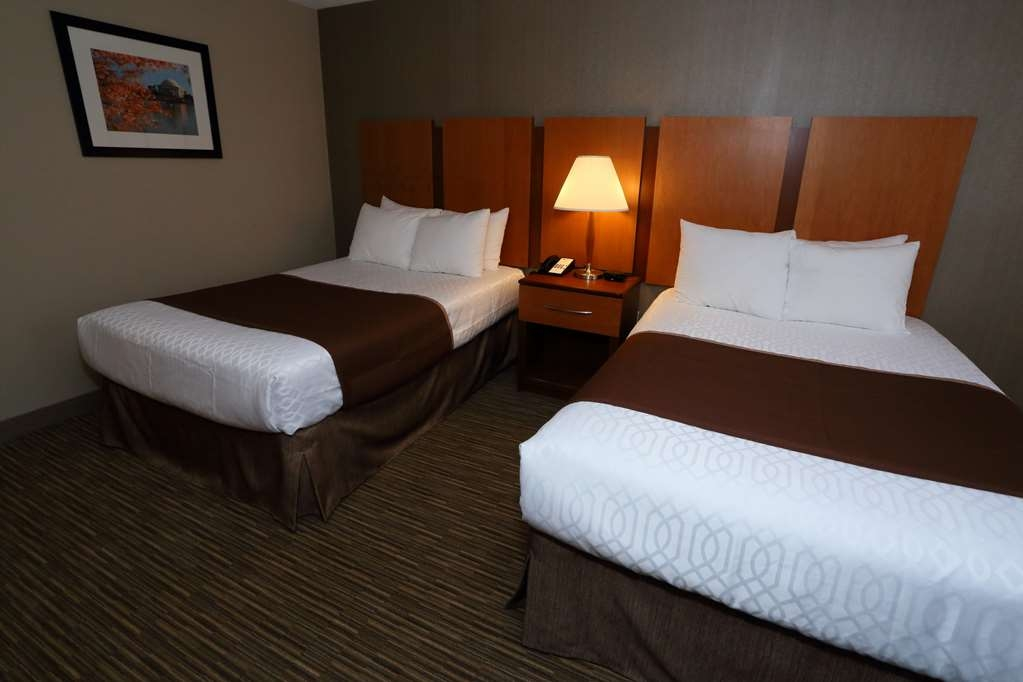 Best Western La Plata Inn - More than two people in the room? We have enough space in our two double bed standard or suite.