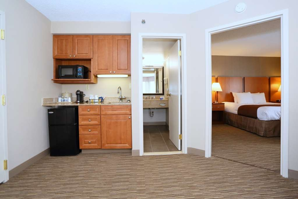 Best Western La Plata Inn - Need extra space, book one of our suites featuring a separate living room.