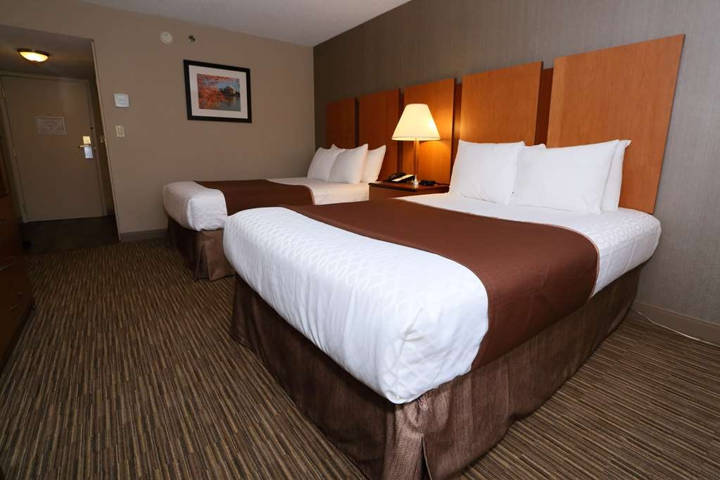 Best Western La Plata Inn - Sleep the night away in our room with two double beds.