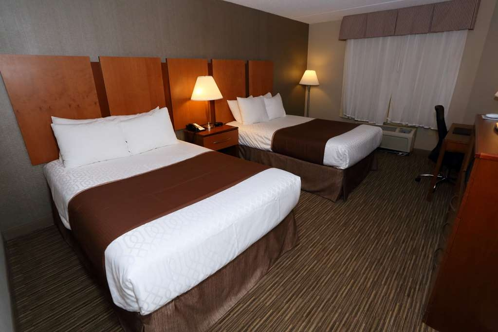Best Western La Plata Inn - Touring the area with a close friend? Book our convenient two double standard.