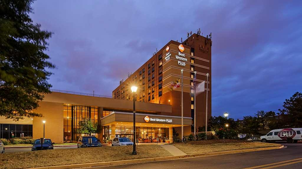 Best Western Plus Hotel & Conference Center - Exterior Night