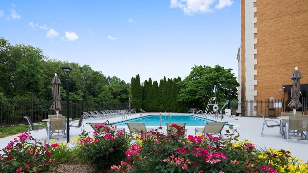 Best Western Plus Rockville Hotel & Suites - Vista de la piscina