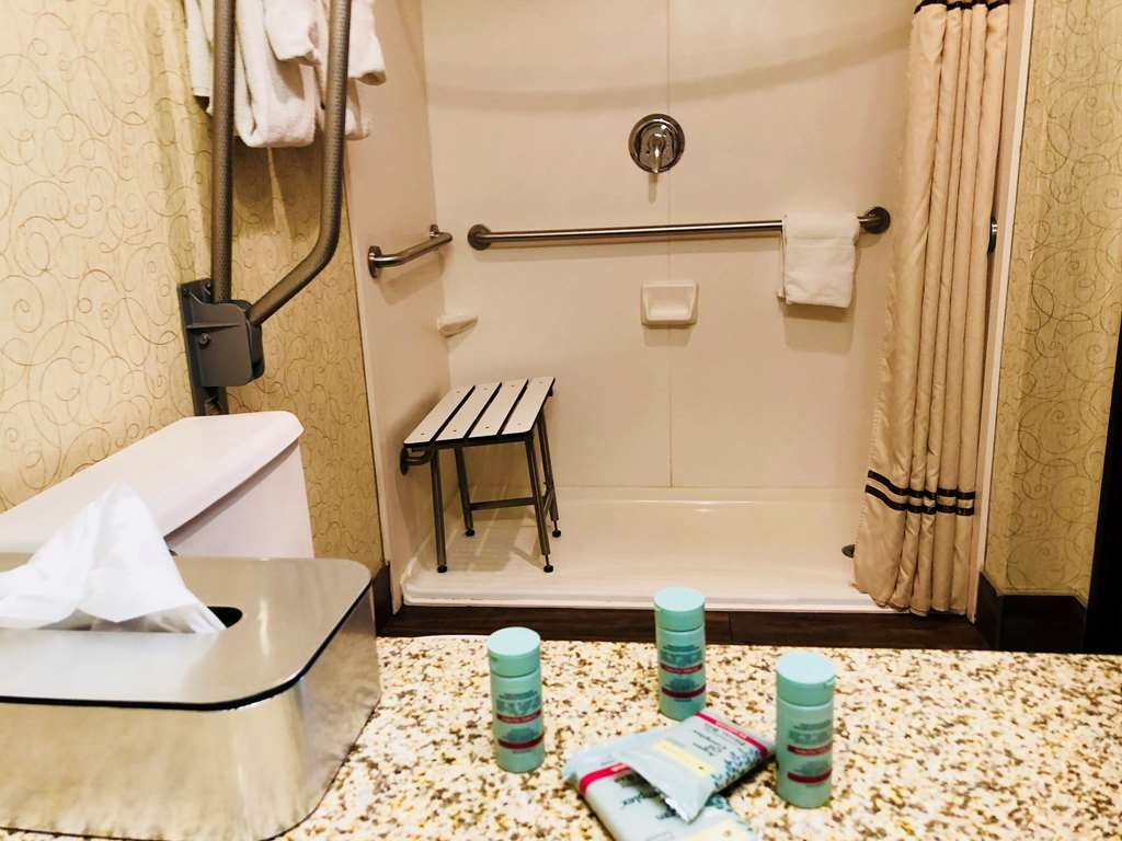 Best Western Westminster Hotel - Accessible Bathroom