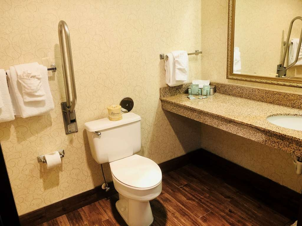 Best Western Westminster Hotel - Guest Bathroom