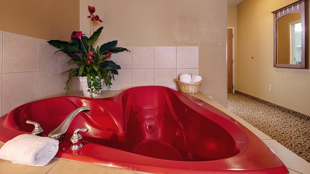 Best Western Denton Inn - Whirlpool Guest Room