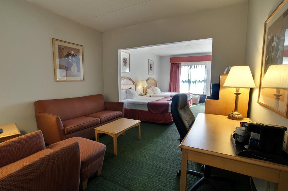 Best Western North East Inn - Perfect for larger families who need the extra space and includes two queen sized beds, plus a full size sofa bed.