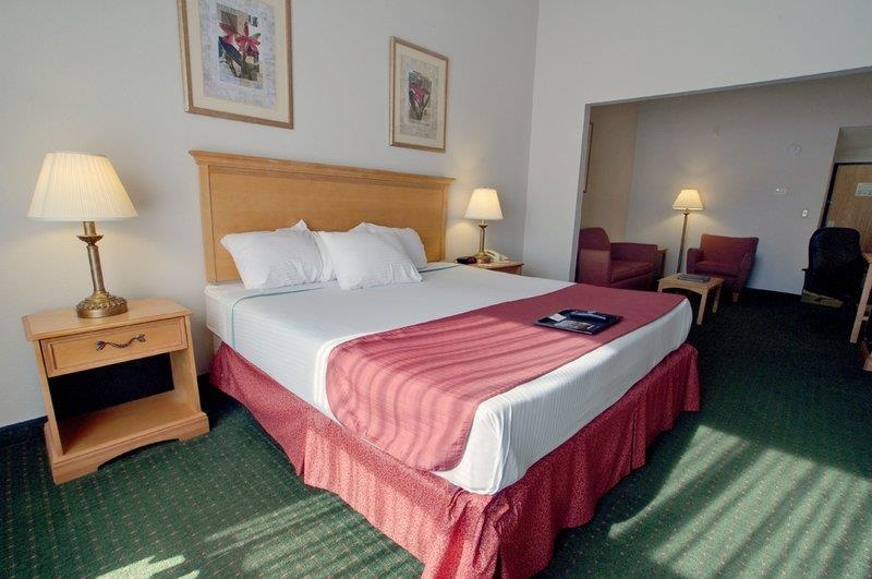 Best Western North East Inn - Our king mini-suite is perfect for the long weekend away, with the additional space of the sitting area to relax and enjoy.