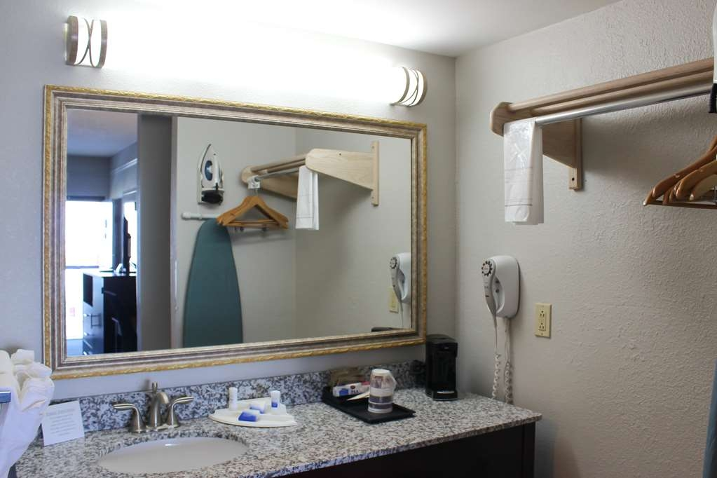 Best Western Kent Narrows Inn - Guest Room Vanity
