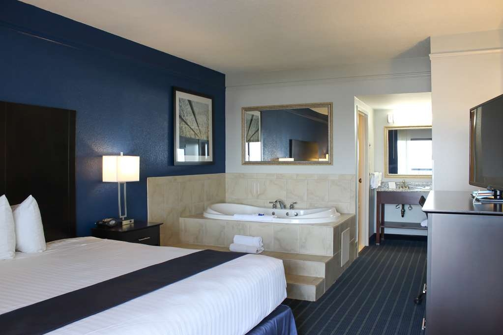 Best Western Kent Narrows Inn - King Guest Room with Whirlpool