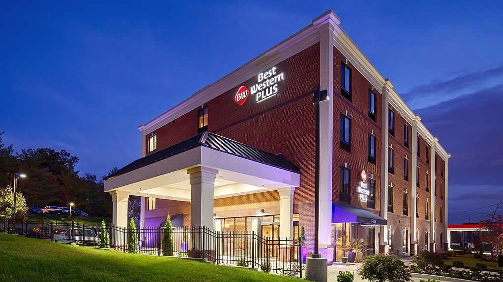 Best Western Plus College Park Hotel - Façade
