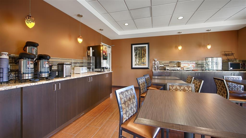 Best Western Plus College Park Hotel - Salle de petit déjeuner