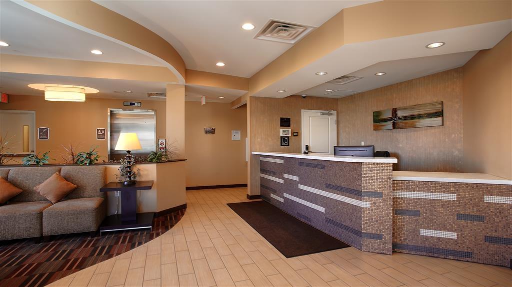 Best Western Plus College Park Hotel - Rezeption